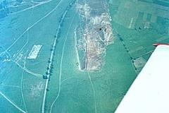 1965: Luftaufnahme aus dem Kranich III, Erster Bauabschnitt an der Westseite