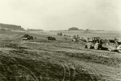 Flugplatz-Ausbau 1965: schweres Gerät im Einsatz